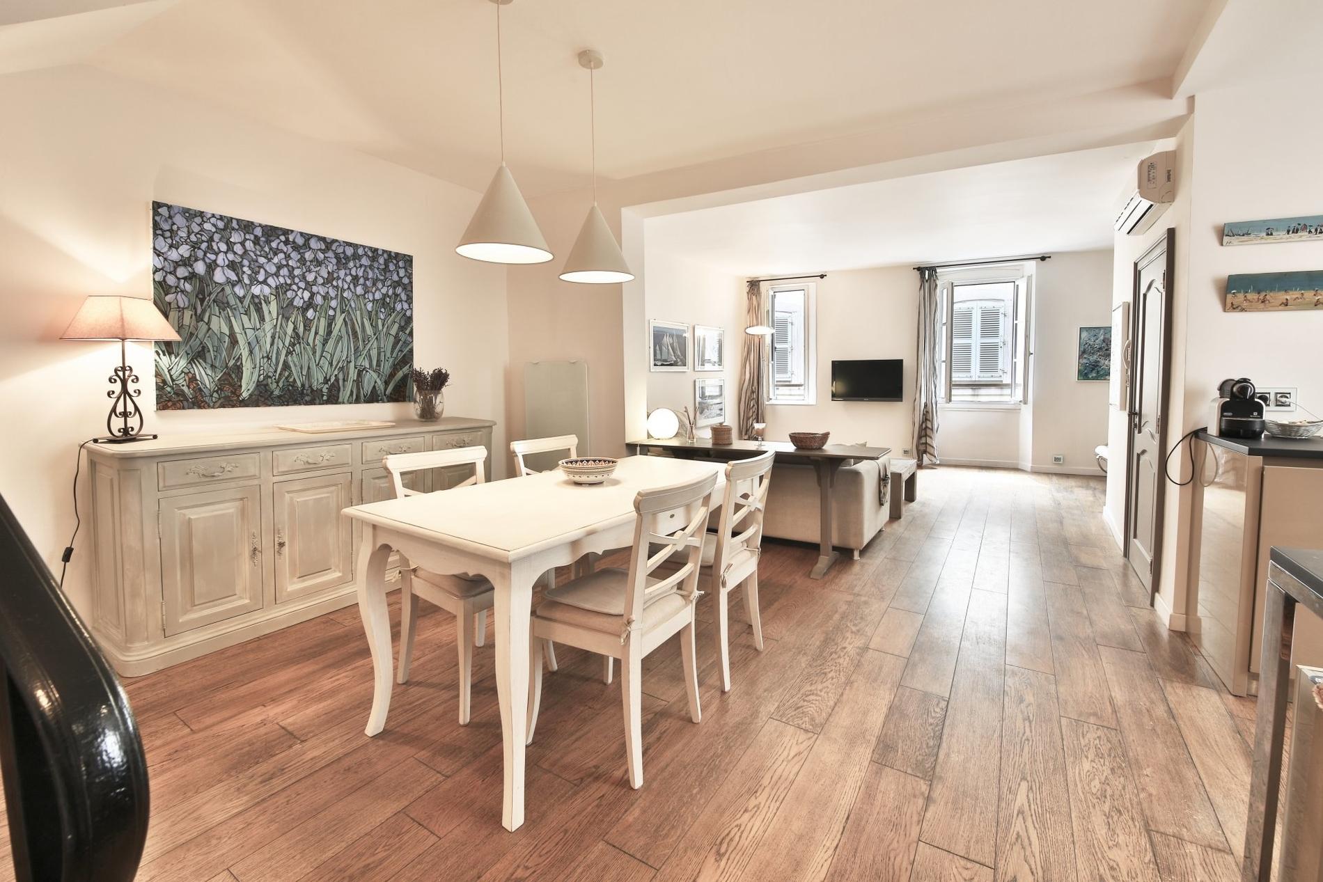 bel-appartement-a-vendre-village-climatisation-coin-bureau