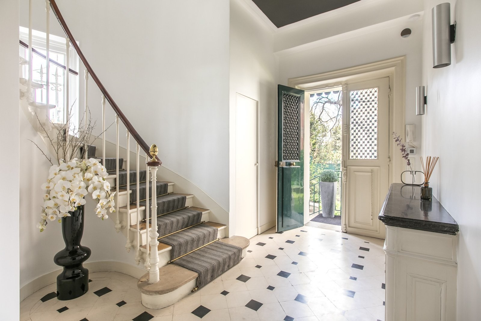 elegant-19th-century-mansion-for-sale-perfect-condition-parking-spaces