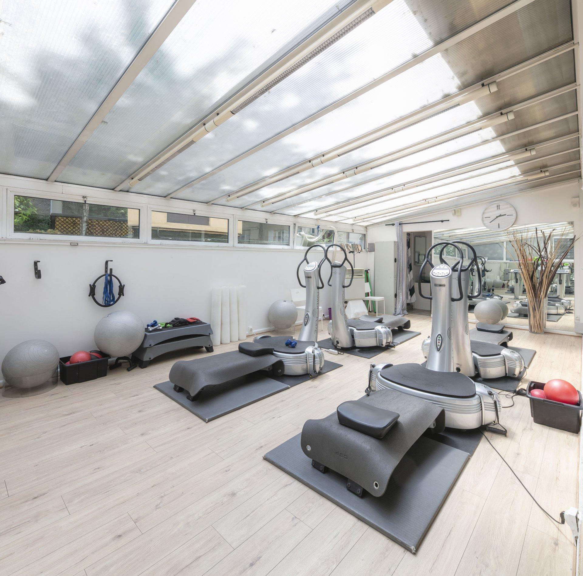 mansion-4-levels-for-sale-avenue-de-saint-mande-terrace-storage-veranda