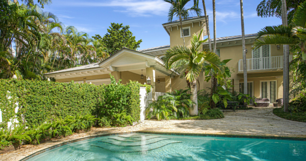 luxury-tropical-charming-villa-for-sale-coconut-grove-garden-pool-garage