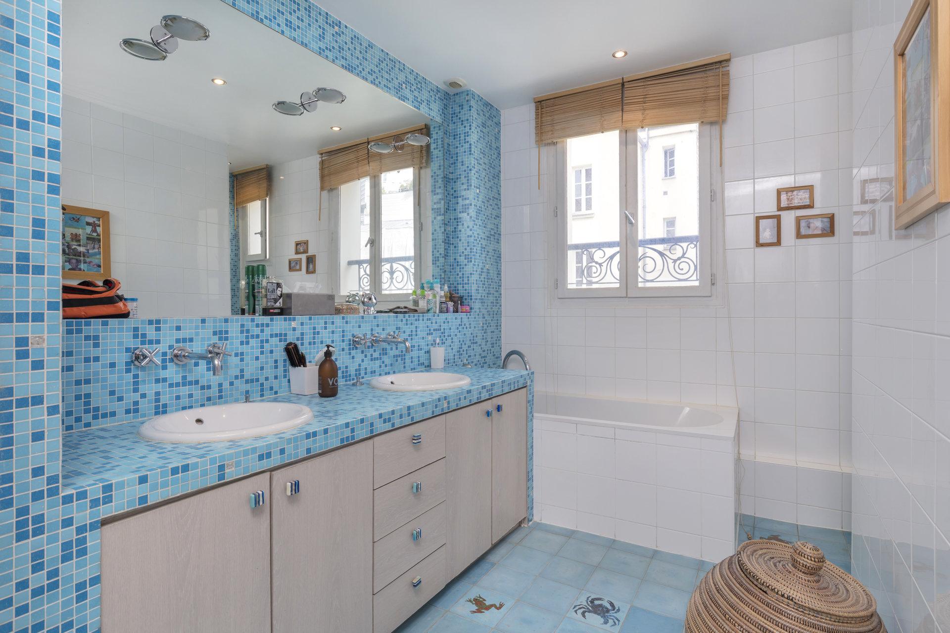 house-for-sale-puteaux-terrace-quiet-street-laundry-room-veranda
