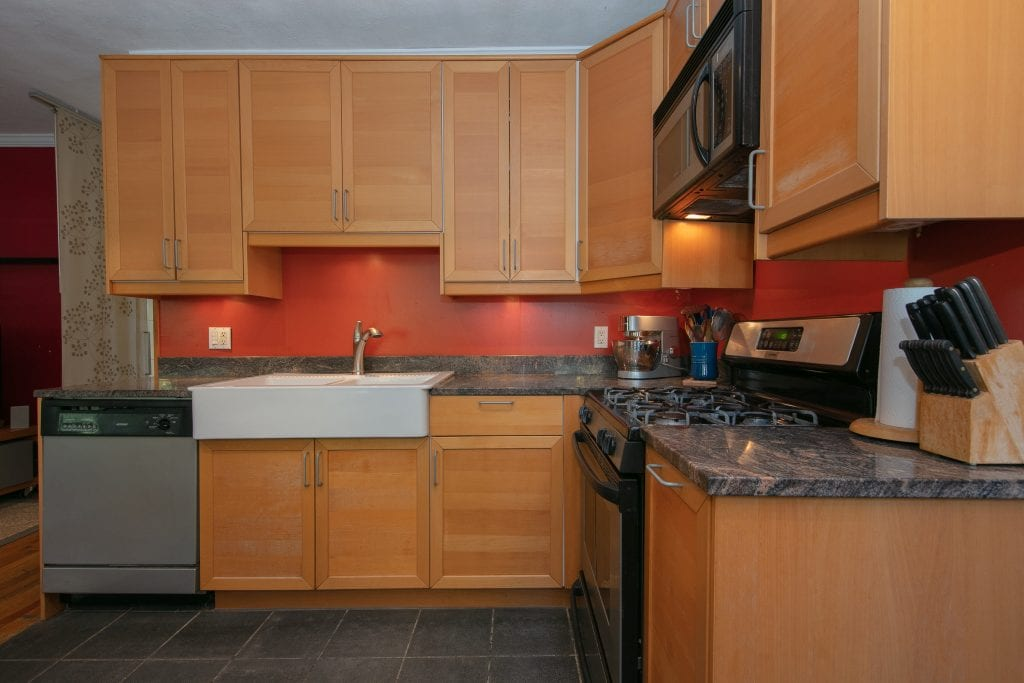spacious-two-story-townhouse-for-sale-astoria-heights-garden-storage-space