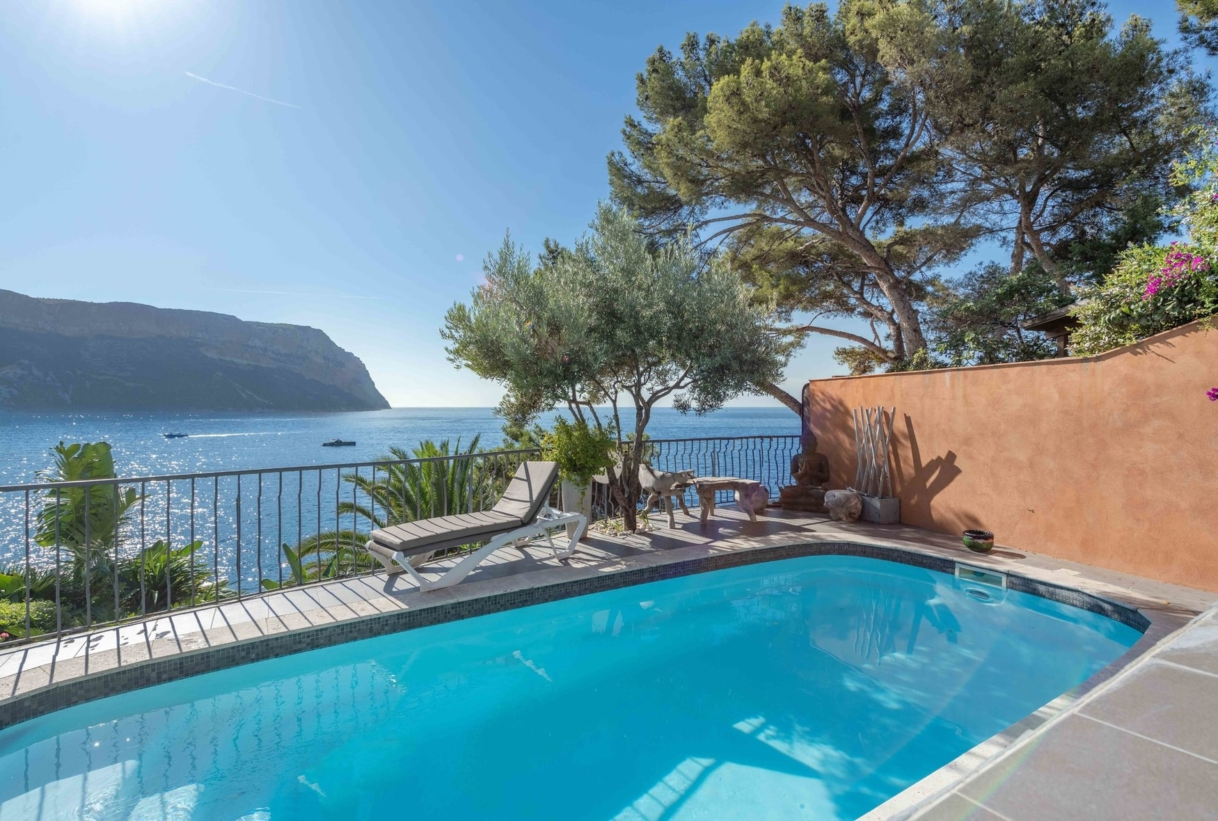 villa-for-sale-cassis-terraces-pool-balcony-sea-view-cap-canaille