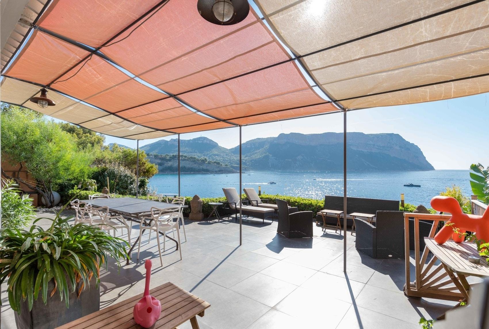 villa-a-vendre-cassis-terrasses-piscine-balcon-mer-vue-cap-canaille