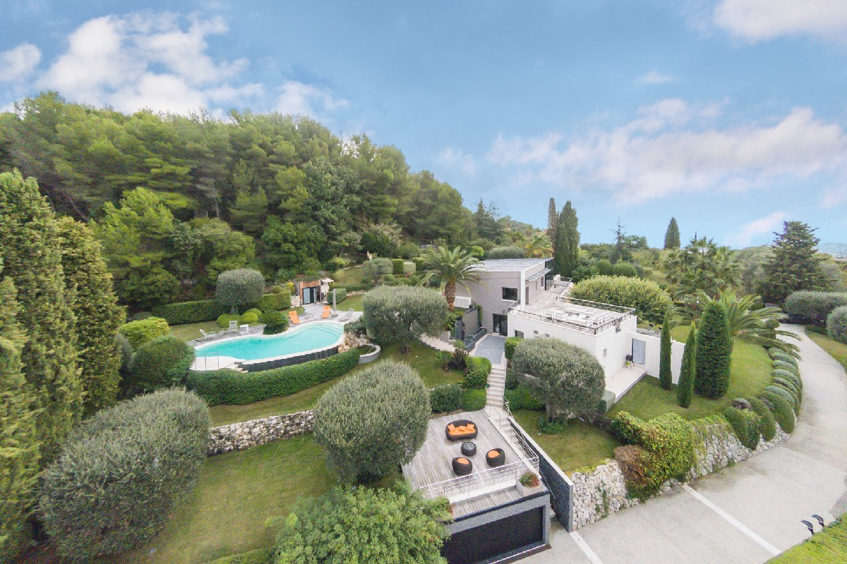 contemporary-villa-exceptional-finishes-for-sale-nice-swimming-pool-terraces-garage