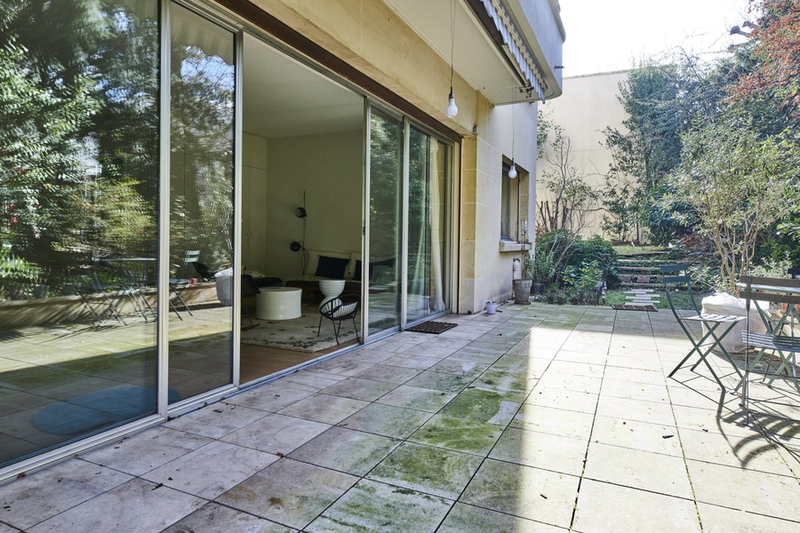 appartement-grand-jardin-a-vendr-grandes-baies-vitrees-terrasse-cave-parking