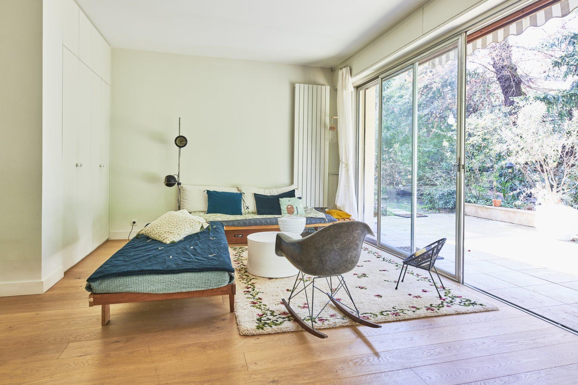 appartement-grand-jardin-a-vendr-grandes-baies-vitrees-terrasse-cave-parking