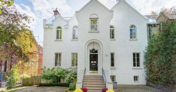 elegante-propriete-a-vendre-westmount-garage-jardin-terrasse