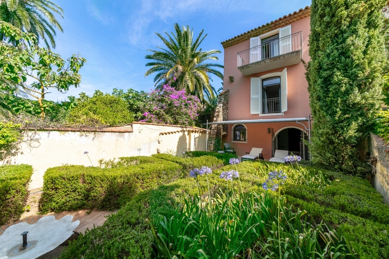 jolie-maison-a-vendre-patios-jardin-piscine