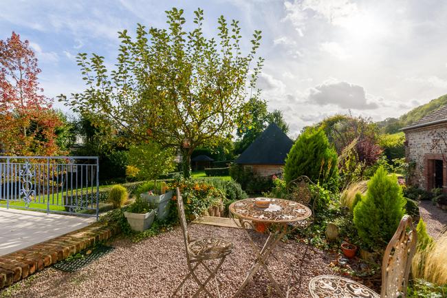 tres-belle-demeure-a-vendre-honfleur-parc-paysager-buanderie-cave