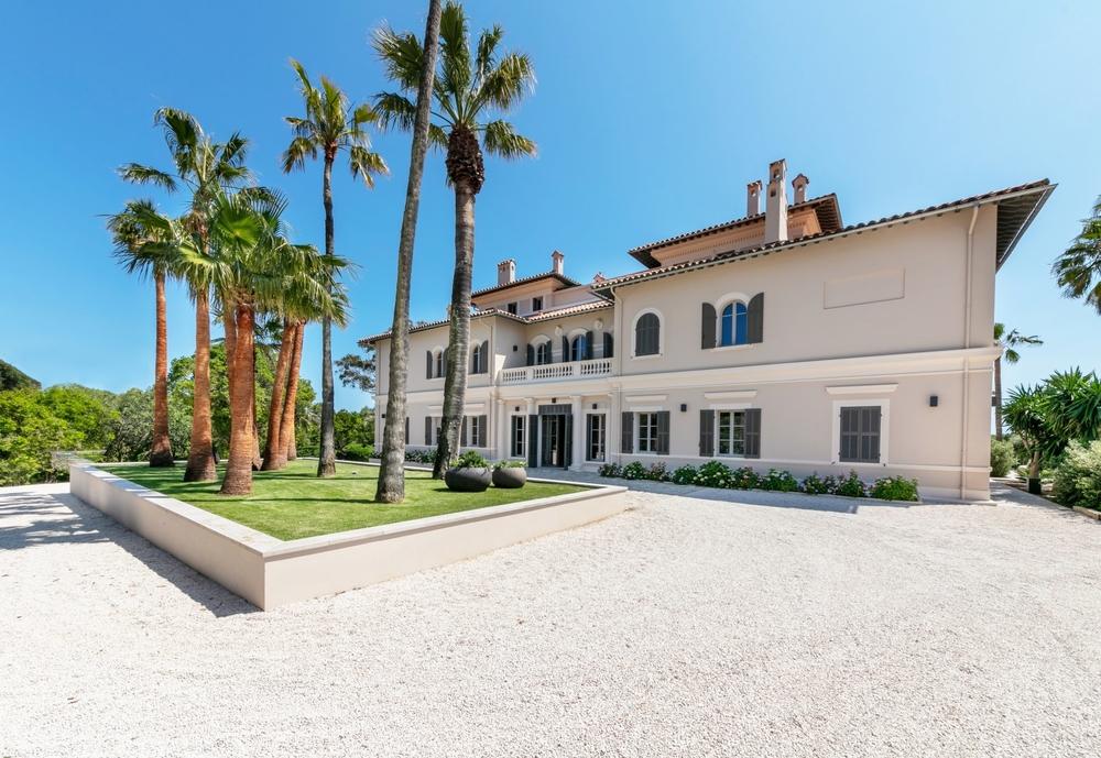 villa-luxueuse-a-louer-piscine-chauffee-jacuzzi-helisurface-climatisation