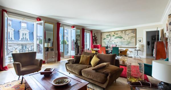 appartement-4eme-etage-immeuble-haussmannien-a-vendre-parquet-moulures-cave-betonnee-balcons-filants
