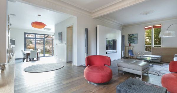 family-house-ideally-located-district-garenne-colombes-fully-renovated-fireplace-terrace-garden-exposed-beams-large-bay-windows