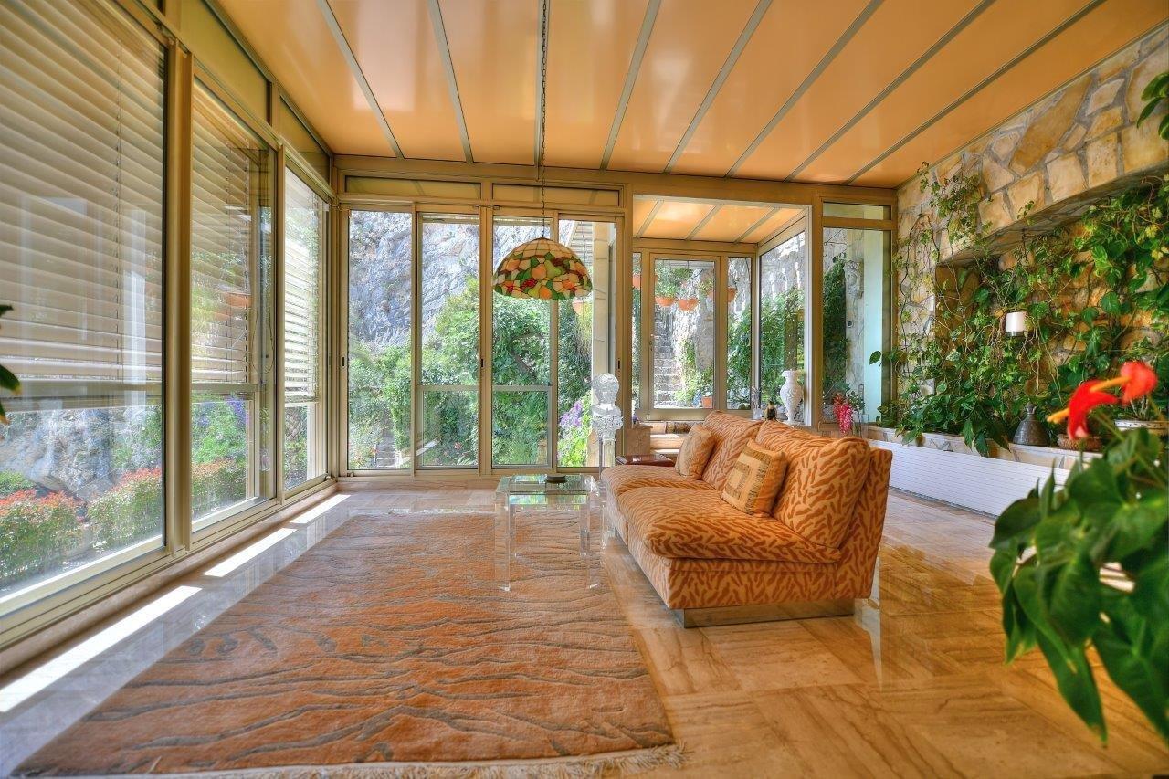 propriete-exception-a-renover-vue-mer-piscine-terrasses-garages