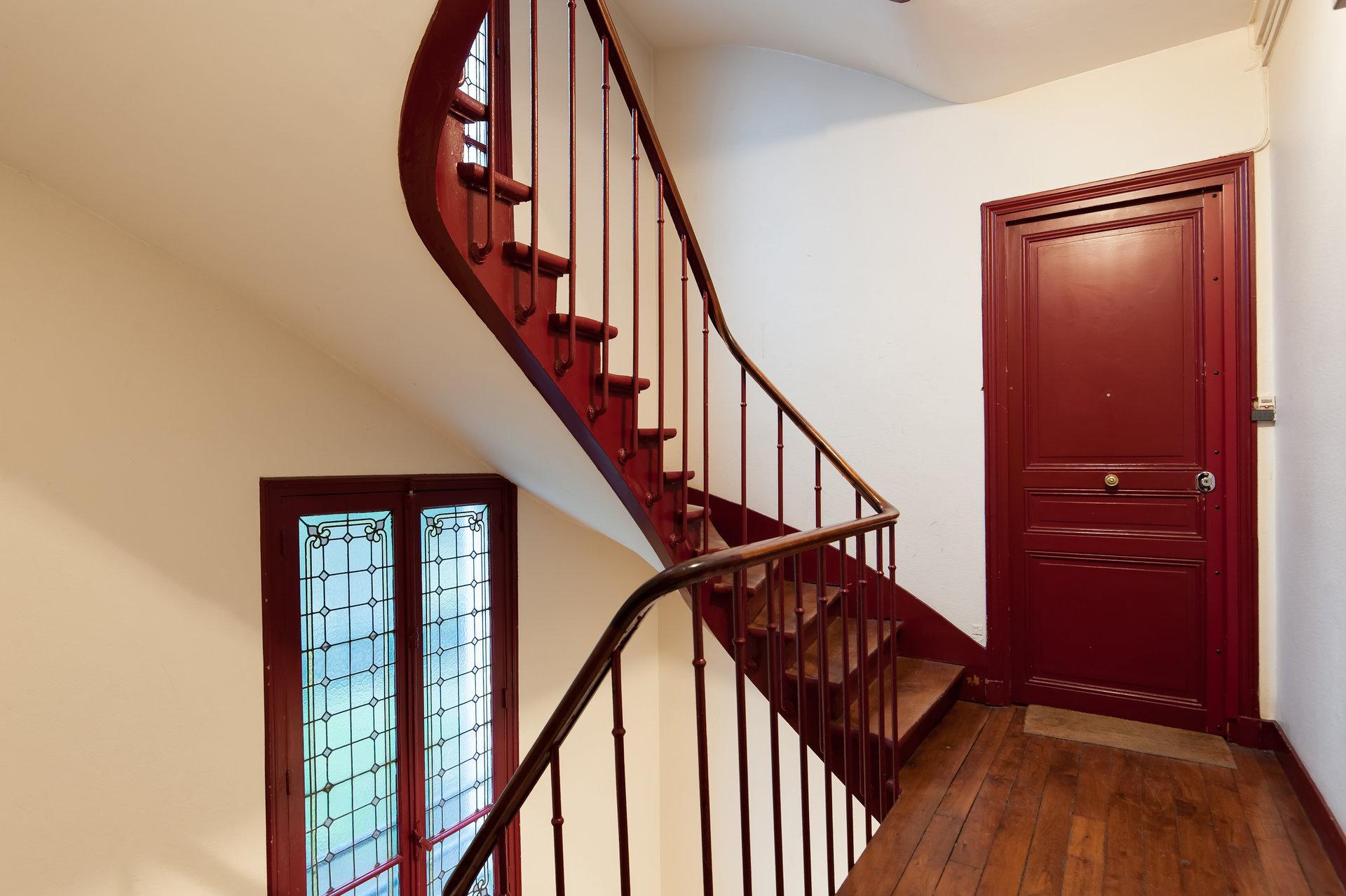 ravissant-appartement-charme-intemporel-a-vendre-parquet-moulures-cheminee-cave