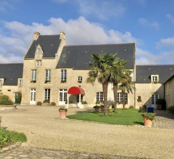 beautiful-17th-century-mansion-for-sale-bayeux-swimming-pool-jacuzzi-large-patio-large-parking
