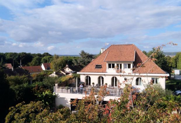 tres-belle-maison-renovee-medan-a-vendre-piscine-buanderie-terrasse-garages