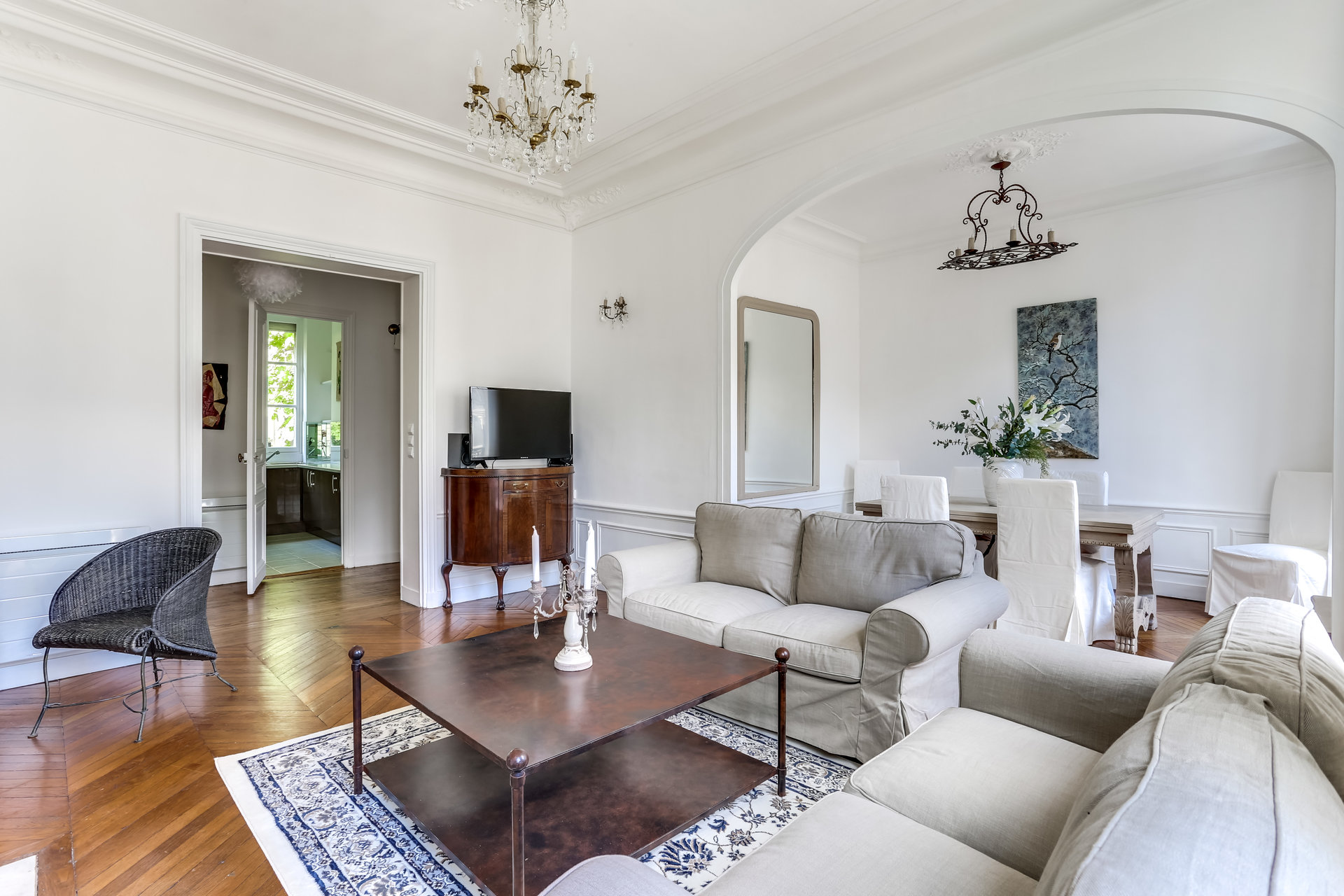 apartment-double-living-room-for-sale-old-charm-beautiful-open-view