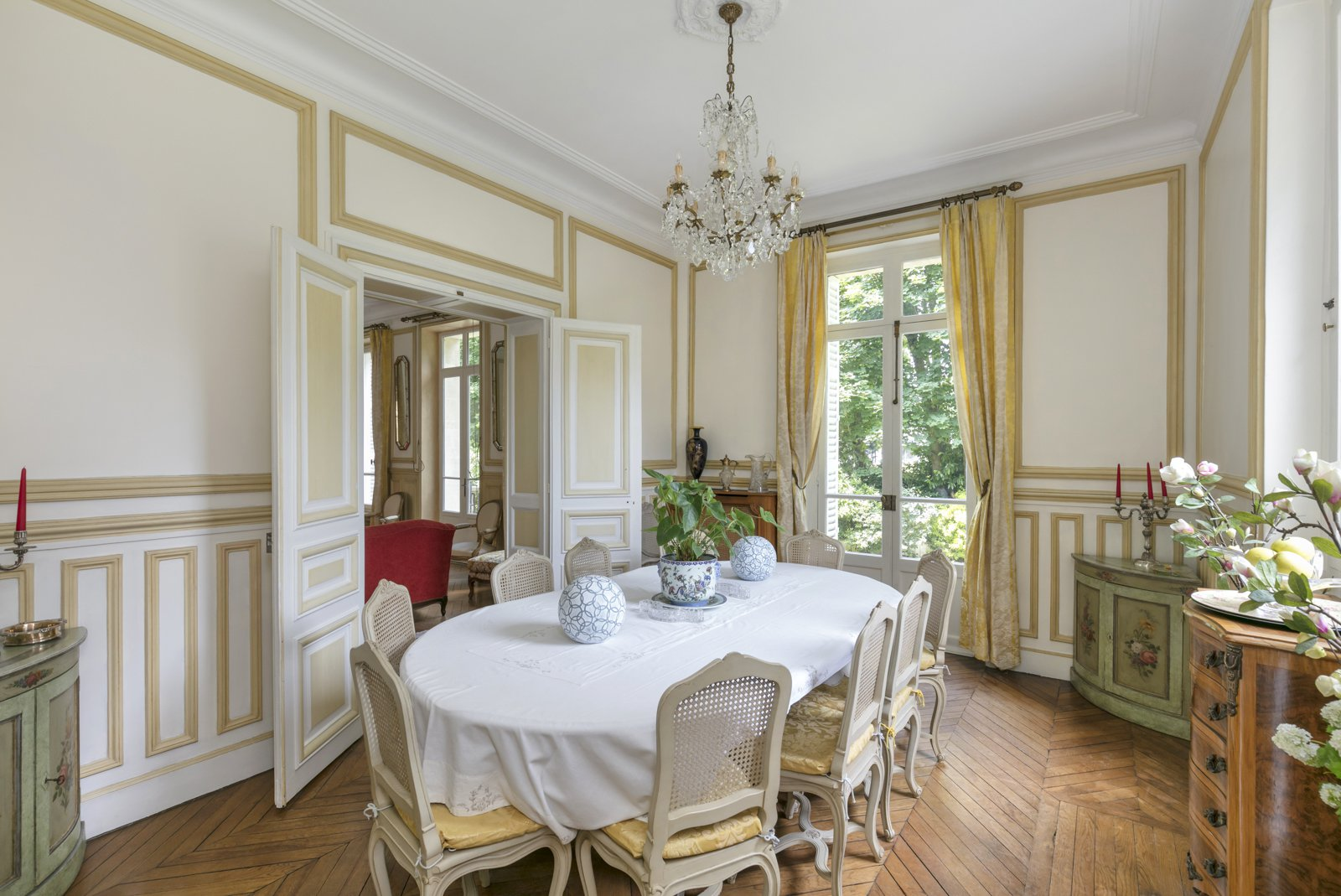 beautiful-napoleon-property-for-sale-le-vesinet-swimming-pool-secondary-house-garden-terrace-high-ceilings