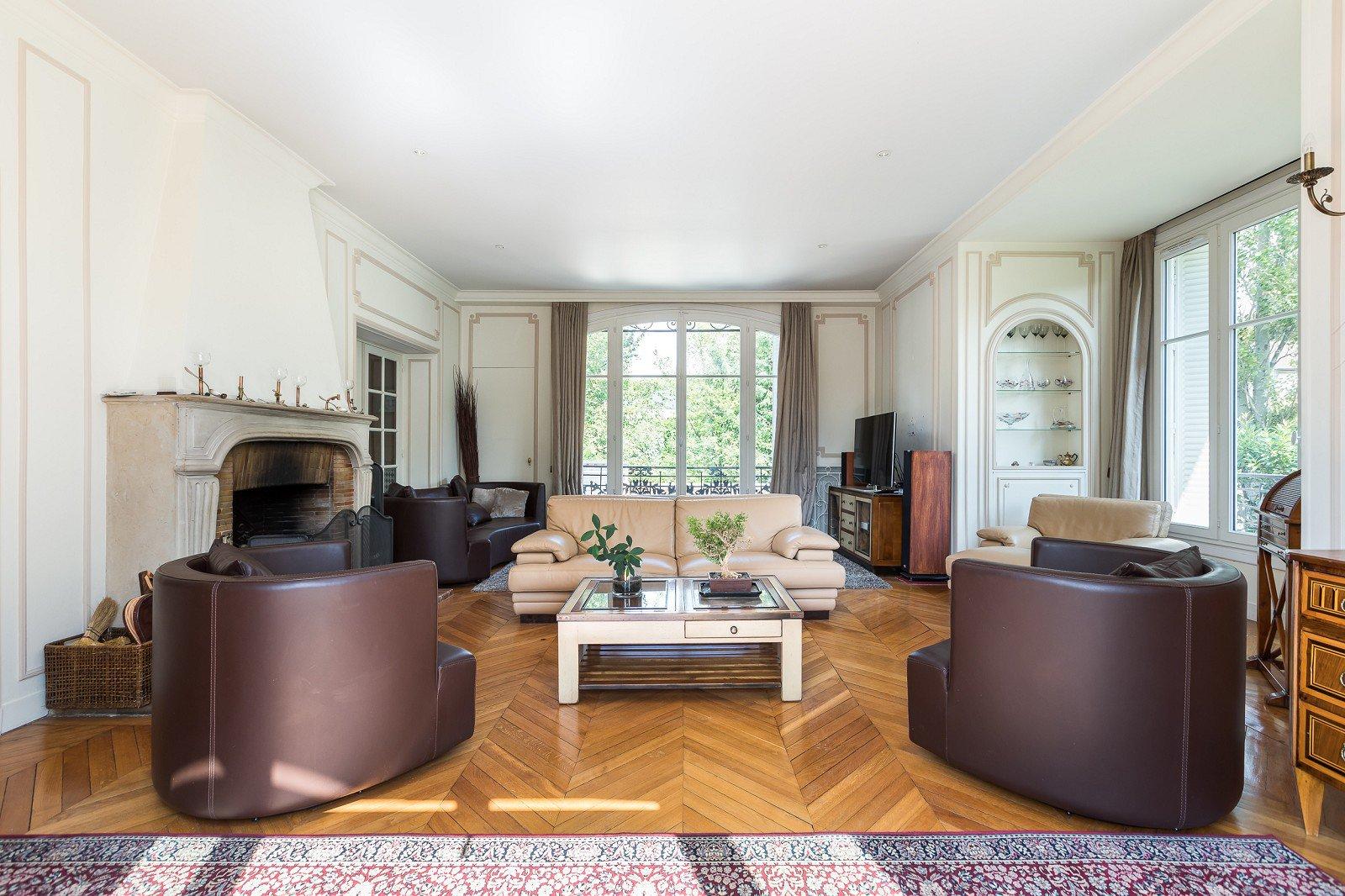 exceptionnelle-propriete-renovee-magnifique-parc-arbore-a-vendre-saint-maur-les-fosses-dependance-amenagee-magnifique-terrasse-materiaux-nobles