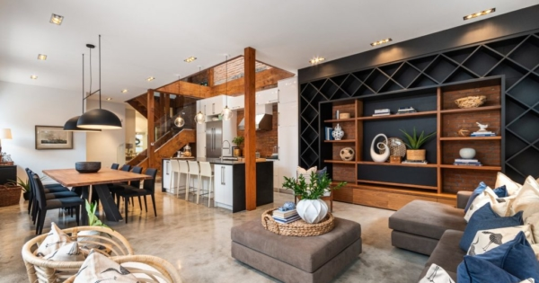 luxurious-property-for-sale-plateau-mont-royal-montreal-built-in-library-brick-wall-roof-terrace-cellar