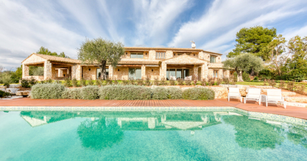 majestic-property-for-sale-roquefort-les-pins-beautiful-volumes-beautiful-light-landscaped-grounds-swimming-pool-garages