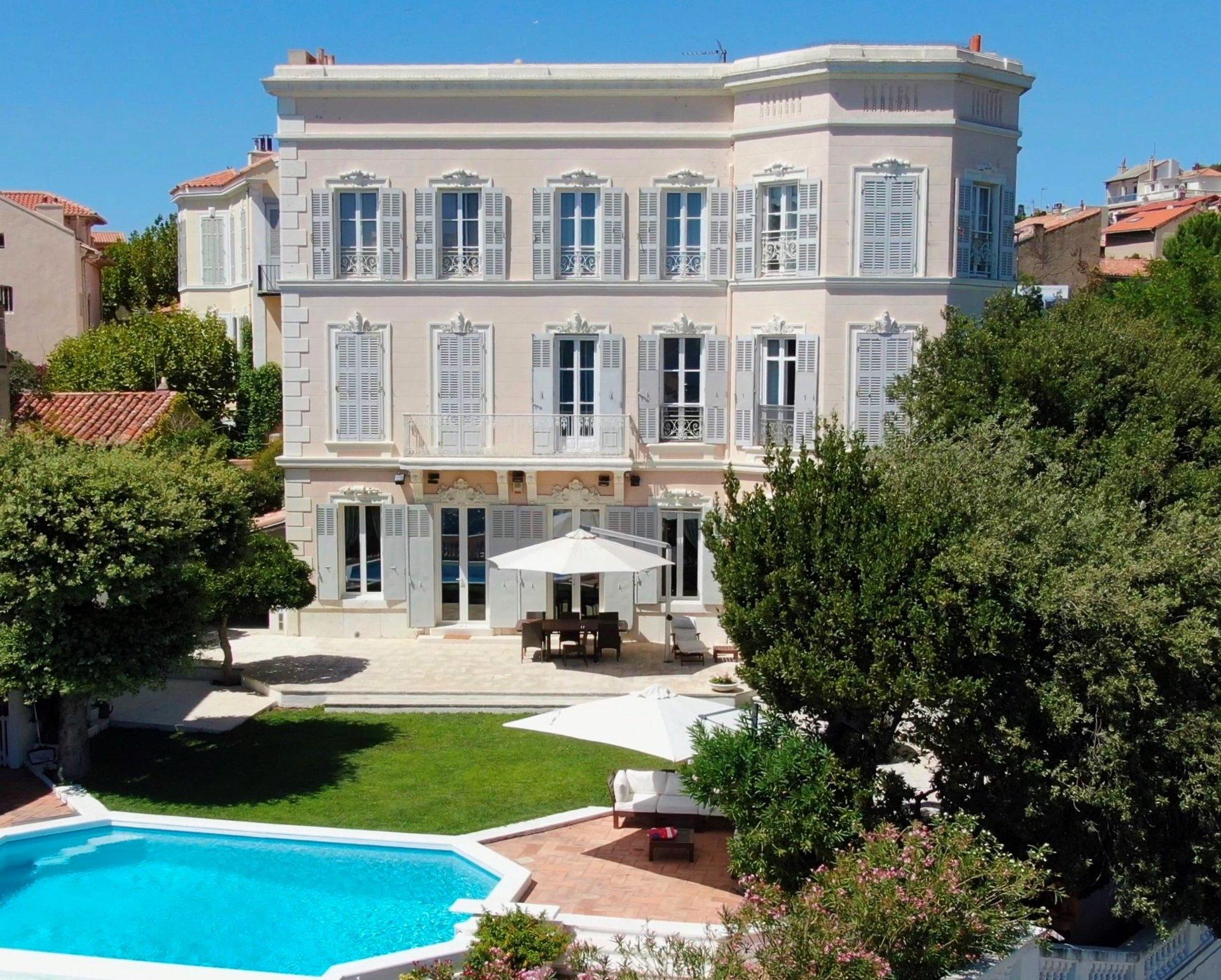 somptueuse-propriete-corniche-marseillaise-a-vendre-piscine-terrasses-panorama-exceptionnel-jardin