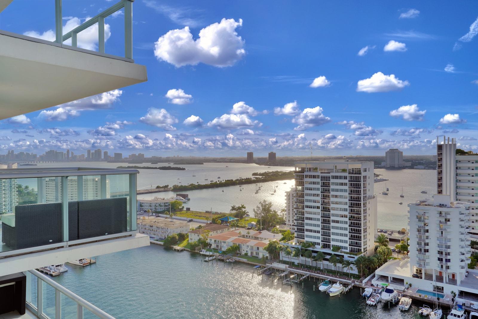 splendide-duplex-refait-neuf-north-bay-vue-imprenable-miami-terrasses-marina-privee