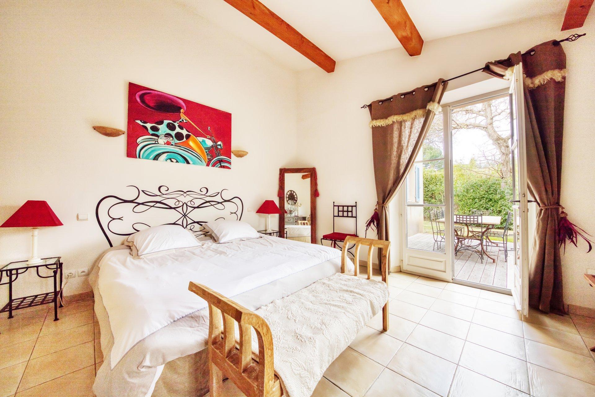 tres-belle-maison-maitre-allures-provencales-a-vendre-garage-piscine-gardien