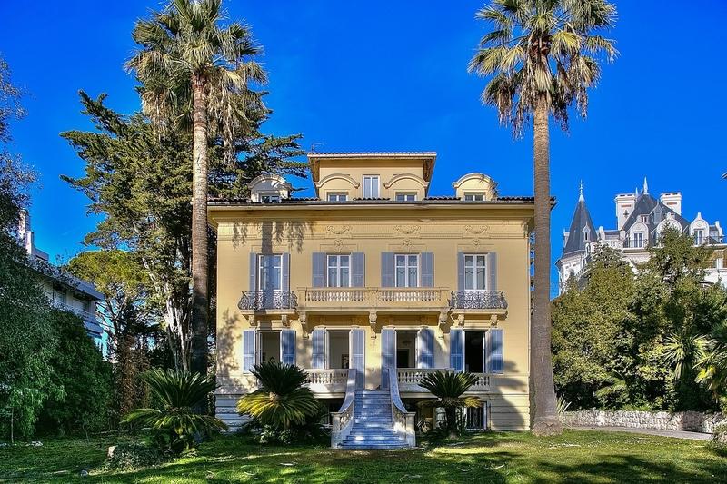 bel-hotel-particulier-a-vendre-cimiez-nice-architecture-nicoise-belle-epoque-ascenseur-jardin-terrasse-exposee-sud-dependance