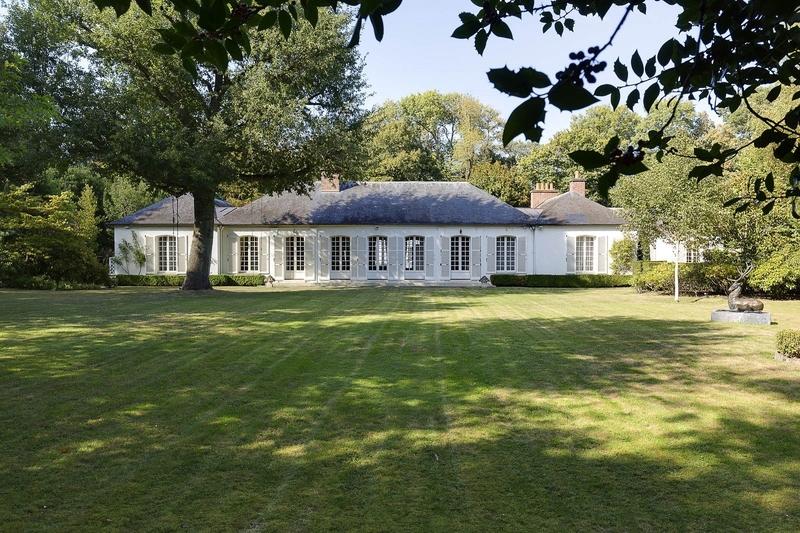 belle-propriete-a-vendre-marnes-la-coquette-piscine-parc-paysager-pavillon-chasse-studio-garage-ferme