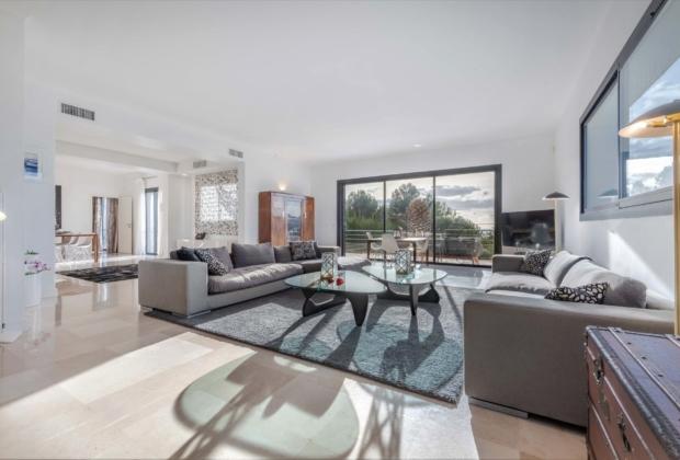 exceptionnelle-maison-architecte-a-vendre-cassis-patio-vegetalise-vaste-reception-cheminee-piscine-chauffee-pool-house-garage-double