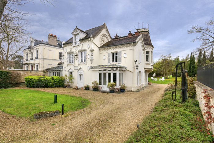 beautiful-property-for-sale-croissy-sur-seine-large-landscaped-garden-trees-double-garage-swimming-pool-area