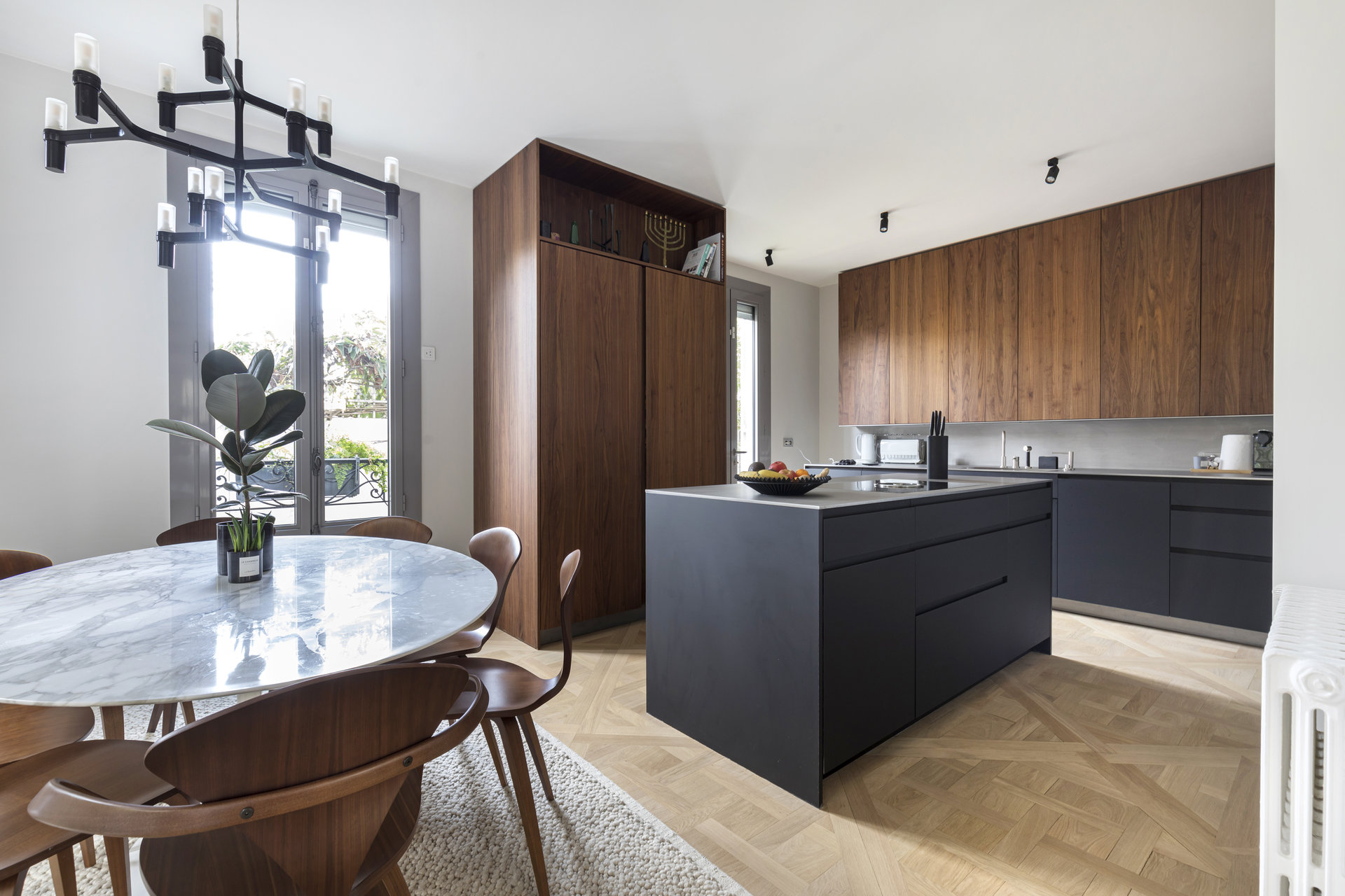 old-house-recently-renovated-small-independent-house-garden-for-sale-heated-swimming-pool-fireplace-upscale-kitchen-pleasant-family-volumes