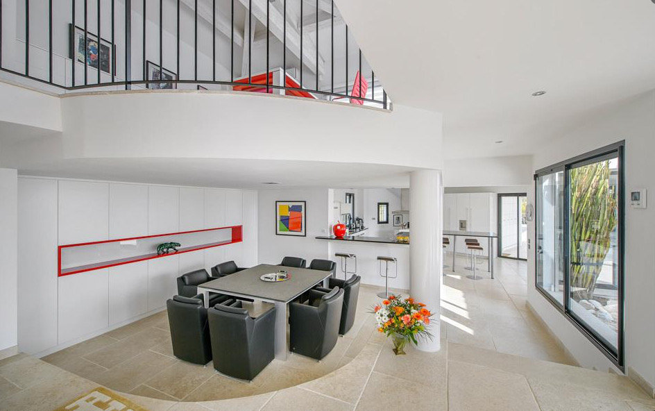 splendid-property-popular-area-domaine-beauvallon-for-sale-high-quality-services-teak-terrace-swimming-pool-laundry-room-double-garage