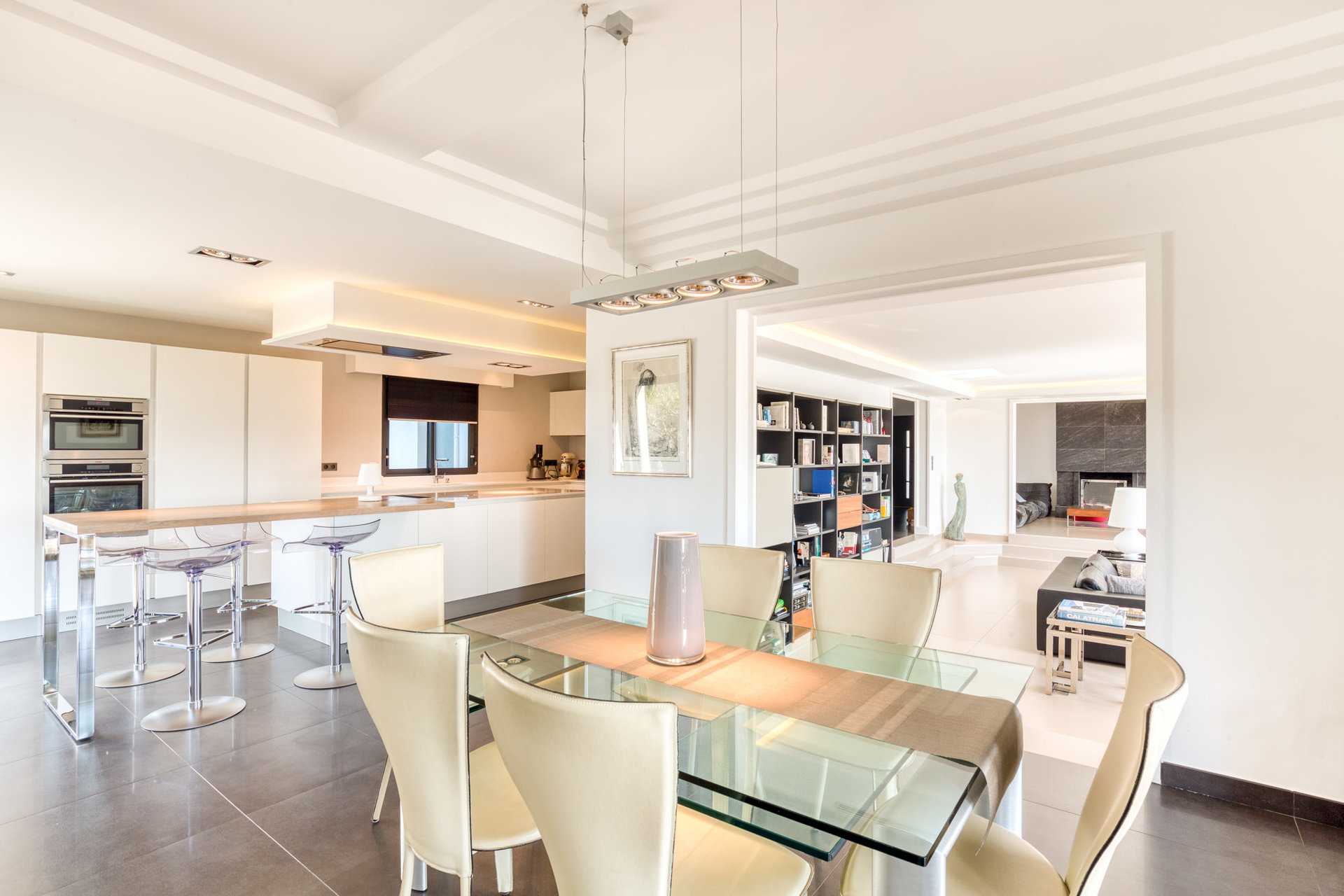 very-bright-contemporary-family-villa-refined-services-for-sale-mougins-fireplace-lounge-south-facing-terrace-swimming-pool-pool-house