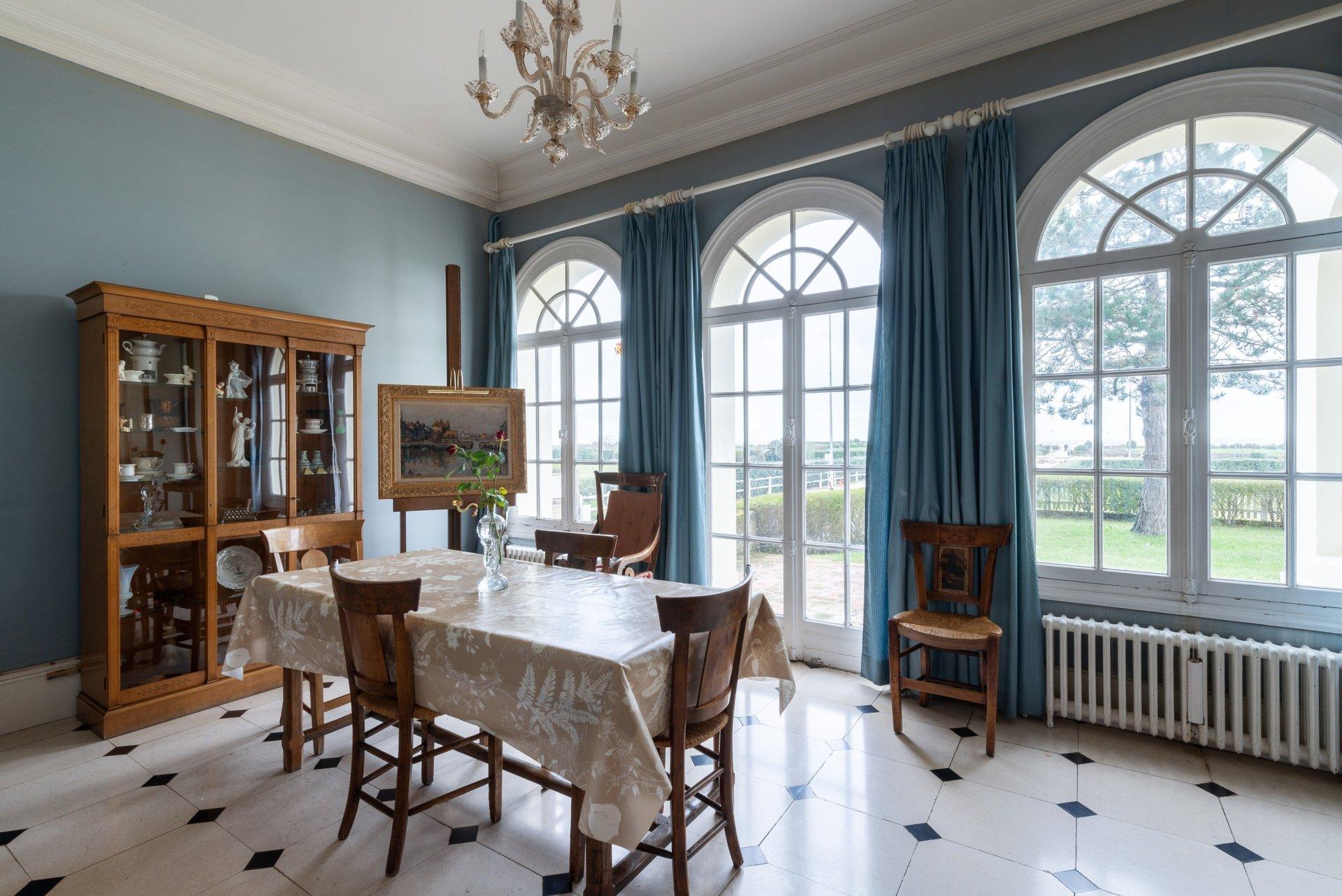 exceptional-villa-for-sale-character-time-sea-view-balcony-mezzanine